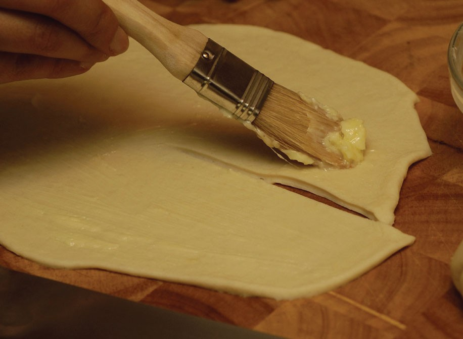 Brush the dough with the butter paste.